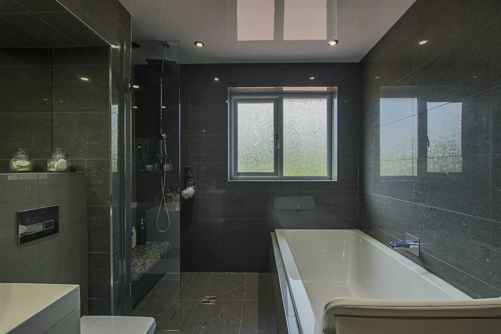 5 Bedroom Detached Bungalow For Sale - Image 34
